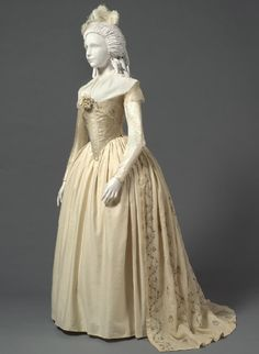 Woman's Dress (Robe à l'anglaise) with Zone Front. Made in United States, c. 1785-93