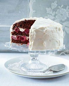 Kleine Black-Forest-Torte Selbst schon als Geburtstagstorte gebacken. Hat allen super geschmeckt! Habe es allerdings ohne Kirschwasser gebacken.