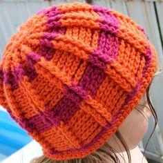 Wunderschöne gehäkelte Mütze für den Herbst. Es hat viel Spaß gemacht und war, nach einer langen Studie diverser Häkelanleitungen, auch gar nicht schwer. Crochet Stitches, Knit Crochet, Crochet Hats, Crochet World, Darning, Crochet For Kids, Knitted Hats, Design Art, Winter Hats