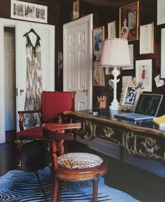 Always loved Amy Fine Collins (fashion journalist and my NYC neighbor). This is her dressing room which is also her office. LOVE the dark paint (almost a glossy black) contrast which brings out her artwork by Robert Couturier, Gene Meyer, Karl Lagerfeld, and Victor Skrebneski.
