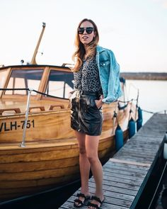 Summer casual miniskirt outfit http://www.kristjaana.com/2017/08/mini-leather-skirt-summer-outfit.html