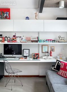 Browse pictures of home office design. Here are our favorite home office ideas that let you work from home. Shared them so you can learn how to work. Home Office Space, Home Office Desks, Office Decor, Office Ideas, Home Furniture Online, Home Office Furniture, Furniture Outlet, Discount Furniture, Deco Design