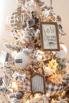 A Farmhouse Style Christmas Tree | Simply Beautiful By Angela Red And Gold Christmas Tree, Flocked Christmas Trees, Beautiful Christmas Trees, Natural Christmas, Minimal Christmas, Simple Christmas, Christmas Home, Christmas Ideas, Christmas Inspiration