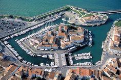 Saint Martin en Ré, capitale de l'ile de Ré  www.visit-poitou-charentes.com/en/La-Rochelle-Ile-de-Re/Ile-de-Re