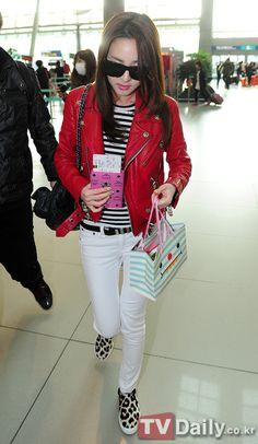 d4bbf0b505e2 CoordinunaKorean Star Airport Fashion ·  CoordiNuna - 2NE1 s Dara   Celine