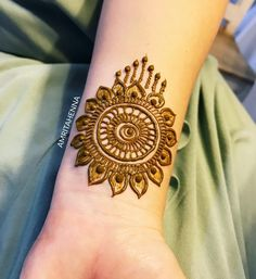 This design got such a huge response on my story that I had to post it. Loved receiving all the sweet messages and recreations for this… Round Mehndi Design, Indian Mehndi Designs, Stylish Mehndi Designs, Mehndi Design Pictures, Beautiful Henna Designs, Latest Mehndi Designs, Bridal Mehndi Designs, Mehndi Designs For Hands, Mehndi Images