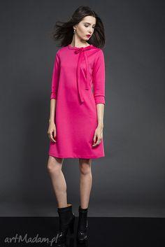 Trapezowa sukienka z kokardką. $90