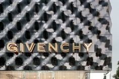 New Givenchy flagship store in Seoul by Piuarch. The details in the fittings and the facade are designed to express an almost sartorial use of materials. The general concept of the interior design is expressed through idiosyncratic experimentation with materials: Calacatta marble, noir effect, basalt, which are placed alongside different elements  | Arketipo