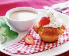 Raparperi-kookosmuffinit | K-Ruoka #leivonta Panna Cotta, Cupcake, Pudding, Tableware, Ethnic Recipes, Desserts, Food, Flan, Dinnerware