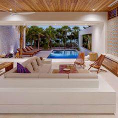 Salas de estilo tropical por Specht Architects