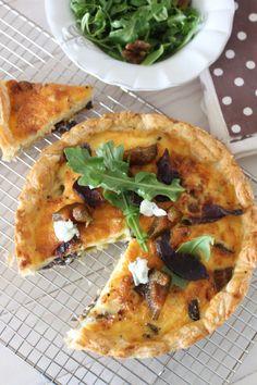 Biltong, Gorgonzola and Preserved Fig Tart recipe. A delightfully flavoured recipe for a biltong, gorgonzola and preserved fig tart. Tart Recipes, Savoury Recipes, Pastry Recipes, Kos, Savory Tart, Savoury Pies, Fig Tart, Biltong, Pizza