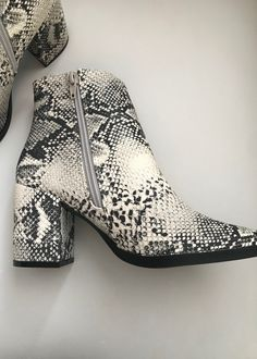 Pretty Shoes, Cute Shoes, Me Too Shoes, Snakeskin Boots, Leopard Shoes, Heeled Boots, Bootie Boots, Shoe Boots, Vagabond Shoes