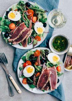 Easy: Salade Niçoise met gegrilde tonijn Diner Recipes, Fish Recipes, Seafood Recipes, Salad Recipes, Easy Clean Eating Recipes, Healthy Eating, Healthy Recipes, Healthy Diners, Tapas