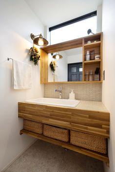 素材の表情を愉しむ家|施工実績|愛知・名古屋の注文住宅はクラシスホーム Home Room Design, Home Interior Design, House Design, Washroom Design, Bathroom Design Small, Muji Home, Japanese Home Design, Japan Interior, Japanese Bathroom