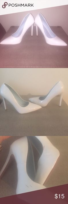 1a068beff0bc94 Heart In D white high heel pumps size 8