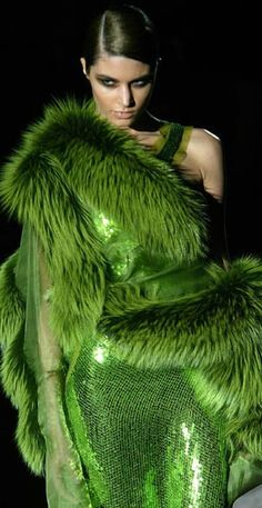 Haute Couture by Tom Ford. Soon to be Halloween Couture by me. Fur Fashion, Green Fashion, Look Fashion, High Fashion, Womens Fashion, Fashion Design, Couture Fashion, Fashion Clothes, Fashion Shoes