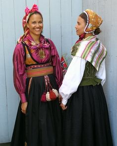 Bunader i vår hjerter. Norwegian Clothing, Frozen Costume, Tribal Dress, Wedding Costumes, Folk Costume, People Of The World, Festival Wear, Vintage Costumes, Traditional Dresses