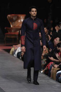 Manish Malhotra at Lakmé Fashion Week Winter/Festive 2015 Mens Sherwani, Wedding Sherwani, Vogue India, Indian Fashion Modern, Manish Malhotra Collection, Indian Groom Wear, Men Fashion Show, Mens Fashion, Mens Kurta Designs