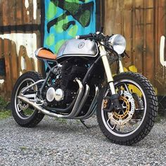 A Yamaha XJ900 with upgraded inverted front forks and a read mono shock setup. Looking sharp! Amazing Cafe Racer!!! Double TAP if you like it. - ================================ Cafe Racer Apparel SALE UP to 80% OFF Limited Time Sale Free Worldwide Shipping Tap link on our bio @caferacermotorcycles or open YousDaily.com/CafeRacer ================================ Follow our IG: @caferacermotorcycles Our Facebook:fb.com/caferacerdaily TAG ALL #caferacermotorcycles By @dbertell ===========...