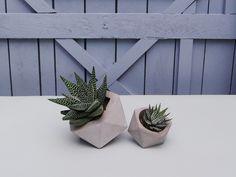 Geometrischer Übertopf aus Beton, Blumentopf für Sukkulenten / geometrical planter made of cement, plant pot for succulents made by IndustrialRepublic via DaWanda.com