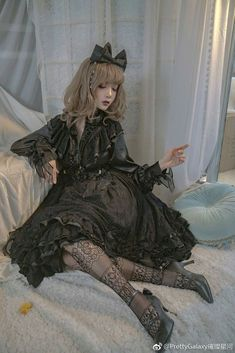 Beautiful Girl like Fashition Kawaii Fashion, Cute Fashion, Vintage Fashion, Gothic Lolita Fashion, Gothic Outfits, Pretty Outfits, Cute Outfits, Mode Lolita, Lolita Cosplay