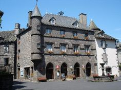 mairie et tourist-office, Salers, Auvergne
