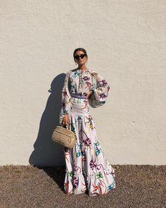 C'mon Spring - let the sun shine! So I can wear my spring dresses! Modest Fashion, Fashion Dresses, Album Design, African Fashion, Passion For Fashion, Beautiful Dresses, Fashion Show, Fashion Fashion, Street Fashion