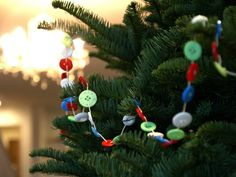 Fab Ideas on Button Crafts for Christmas Decorations | www.FabArtDIY.com LIKE Us on Facebook ==> https://www.facebook.com/FabArtDIY
