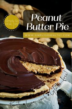 Peanut Butter and Chocolate makes a crave-worthy combination. If you're longing for a peanut butter cup but want to stay keto, this Low-Carb Peanut Butter Pie recipe will solve your problem. 🍫😋 #peanutbutterpie #lowcarbpie #lowcarb #keto #diabetic #glutenfree #grainfree #banting Low Carb Sweets, Low Carb Desserts, Gluten Free Desserts, Healthy Desserts, Healthy Recipes, Dessert Sans Gluten, Keto Dessert Easy, Dessert Recipes, Low Carb Pie Recipe