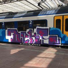 #rotterdamcentraal #trainbombing #traingraffiti #trainwriting #treinleven #treingraffiti #dutchtrains #dutchsteel #graffart #graffitiart #graffititrain #graffitiporn #dutchtraingraffiti #dutchtraingraff #graffitibombing #dutchtrains #graffwriting #gelehoeren #urbanart #panel #paintedtrains #benching #benchingsteelgiants #bombing #lekkerbakkie #lekker_bakkie #realsteel #ns #spoorwegen #nederlandsespoorwegen #holland