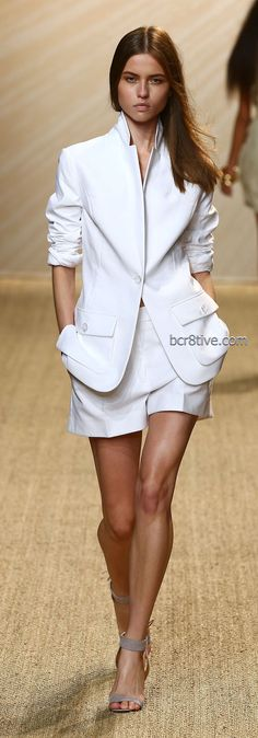 Pascal Millet - Spring Summer 2013 Ready-to-Wear Trend White Trend Short Suit White Fashion, Look Fashion, Runway Fashion, Fashion Show, Womens Fashion, Classic Fashion, Mode Style, Style Me, Look Con Short