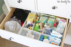How to organize drawers for every room of the house for Organiser commode bebe