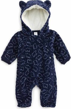 Free shipping and returns on The North Face Oso Hooded Fleece Romper (Baby Boys) at Nordstrom.com. Keep him cozy all winter long with an ultraplush romper made from high-pile fleece with fold-over cuffs for the hands and feet and signature logo embroidery at the chest.