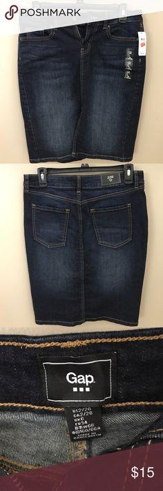 "Gap denim knee length skirt Size 2 Gap Denim Skirt with front slit.  Measurements: waist - 30"", hips - 35"", length - 20"".  Smoke and pet free home. GAP Skirts Pencil"