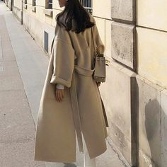 Uploaded by Find images and videos about fashion, outfit and look on We Heart It - the app to get lost in what you love. Winter Fashion Outfits, Fall Winter Outfits, Modest Fashion, Autumn Winter Fashion, Korea Winter Fashion, Fashion Clothes, Summer Outfits, Beige Outfit, Look Zara