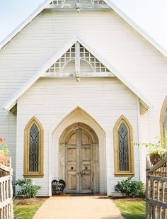 Ruffled - photo by Ben Q Photography http://ruffledblog.com/texas-chapel-wedding | Ruffled