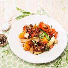 Gebratener Tofu Zucchini, Kraut, Ratatouille, Tofu, Veggies, Ethnic Recipes, Fried Vegetables, Peaches, Fungi