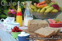 Pãozinho quente é uma tentação para saborear com um cafezinho ou smoothie, não é?  Para o #lanche temos um delicioso Pão Integral 3 Farinhas na MFP!    #Receita aqui: http://www.gulosoesaudavel.com.br/2015/07/13/pao-integral-3-farinhas-mfp/