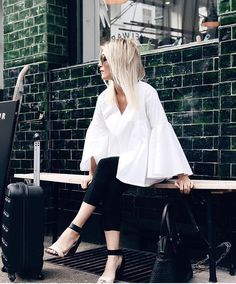 Monochromatic at its best. You could never go wrong with black and white ❤️