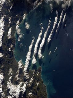This one is for all my dear friends in the Land of the Long White Cloud, Aotearoa! Chris Hadfield, Kinds Of Clouds, Long White Cloud, Cloud Shapes, Above The Clouds, Earth From Space, Twitter, New Zealand, Travel Photography