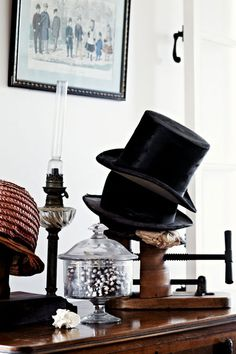 Love the vintage top hats! // via Shandy Nicole