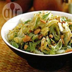 Chinese cabbage with ginger @ allrecipes. Chinese Cabbage, Chinese Food, Raw Food Recipes, Dinner Recipes, Col China, 30 Min Meals, Vegetarian Cabbage, Rabbit Food, Vegan Appetizers
