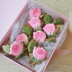 Акварельные розы. Horse Cookies, Mother's Day Cookies, Paint Cookies, Fancy Cookies, Iced Cookies, Cute Cookies, Cupcake Cookies, Elegant Cookies, Sugar Cookies