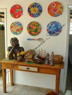 Enfeites com Tecido para o São João Mosaic Projects, Wall Decor, Wall Art, Handmade Home, Decoration, Boho Decor, Decorative Items, Decoupage, Diy And Crafts