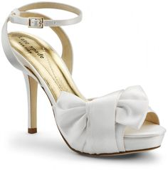 A Breathtaking Collection of White Bridal Shoes for Your Wedding Day ... 014692 └▶ └▶ http://www.pouted.com/?p=25094
