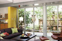ออกแบบประตูกระจก ห้องรับแขก
