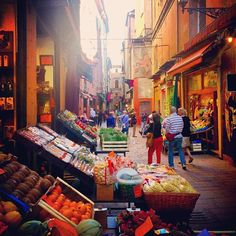 Love the tiny street markets in Bologna.