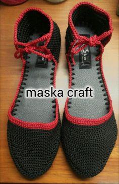 Crochet shoe made by maska craft, salatiga.