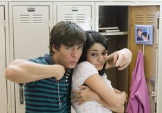 The Golden High School Couple: Vanessa Hudgens and Zac Efron in High School Musical 2 Troy Bolton, Hig School, In High School, High School Musical Reunion, High School Musical Quizzes, Future Life, Zac Efron Vanessa Hudgens, High School Couples, Film Musical