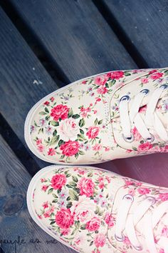 Flower shoes. Found them in Den Haag last time, only for 10Eu. But already bought another sneakers =(